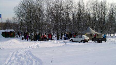Pohled na silvestrovské ležení v překrásném zimním odpoledni